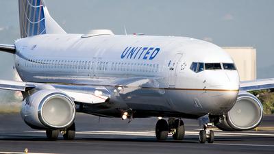 N24211 - Boeing 737-824 - United Airlines