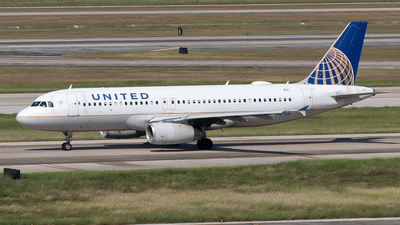 A picture of N467UA - Airbus A320232 - United Airlines - © Yixin Chen