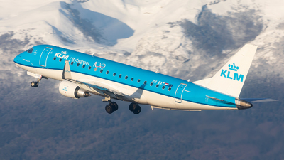 A picture of PHEXT - Embraer E175STD - KLM - © Alex