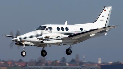 D-IWID - Beechcraft C90B King Air - Private