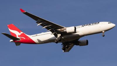 VH-EBK - Airbus A330-202 - Qantas