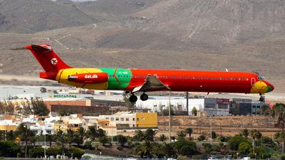 OY-RUE - McDonnell Douglas MD-83 - Danish Air Transport (DAT)