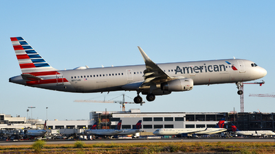 A picture of N993AN - Airbus A321231 - American Airlines - © Rocky Wang