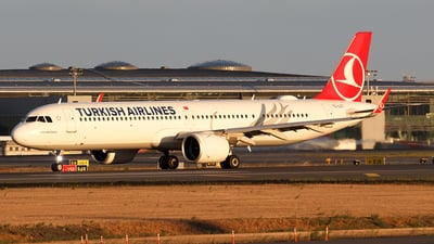 TC-LST - Airbus A321-271NX - Turkish Airlines