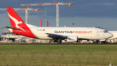 A picture of VHXML - Boeing 737376(SF) - Qantas - © Nicholas Kimura