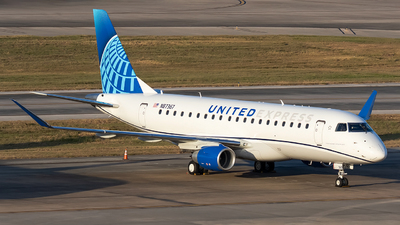A picture of N87367 - Embraer 175LL - United Airlines - © Roger M