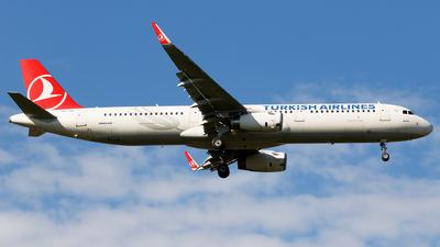 A picture of TCJSF - Airbus A321231 - Turkish Airlines - © Kuba Kawczynski