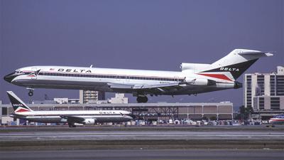 N2823W - Boeing 727-247(Adv) - Delta Air Lines