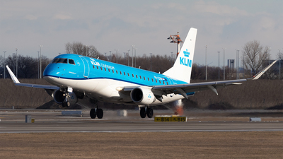 A picture of PHEXW - Embraer E175STD - KLM - © Moritz Babl