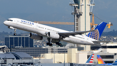 A picture of N13138 - Boeing 757224 - United Airlines - © Rocky Wang