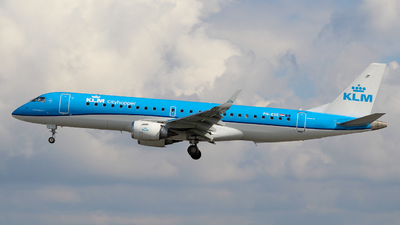 A picture of PHEXE - Embraer E190STD - KLM - © Pj Mackey