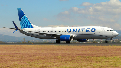 A picture of N87531 - Boeing 737824 - United Airlines - © Kenneth Mora Flores KMF777