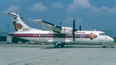 HS-TRL - ATR 42-320 - Thai Airways International