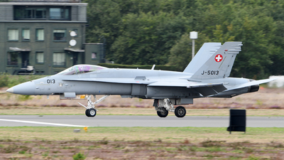 J-5013 - McDonnell Douglas F/A-18C Hornet - Switzerland - Air Force