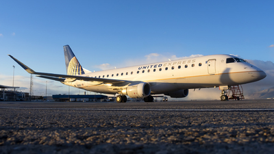 A picture of N118SY - Embraer E175LR - United Airlines - © Michael Rodeback