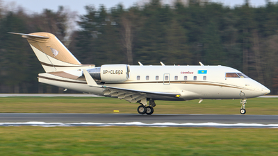 A picture of UPCL602 - Bombardier Challenger 604 - Comlux Aviation - © Finnographie