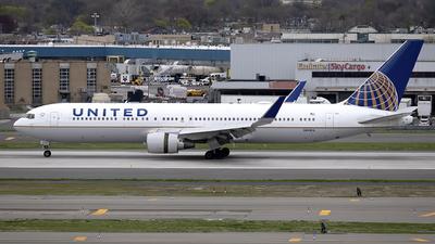 N669UA - Boeing 767-322(ER) - United Airlines