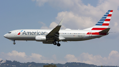 A picture of N982AN - Boeing 737823 - American Airlines - © chalymtz