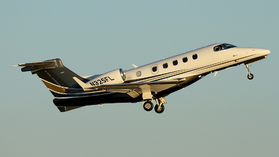 A picture of N325FL - Embraer Phenom 300 - [50500090] - © Carlos Barcelo
