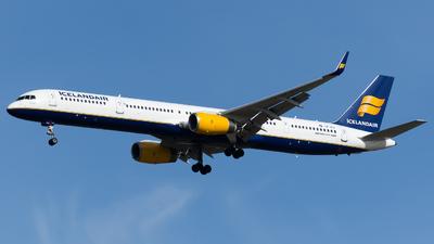 A picture of TFFIX - Boeing 757308 - Icelandair - © Olivier Landes