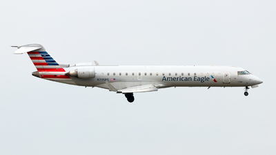 A picture of N705PS - Mitsubishi CRJ701ER - American Airlines - © Oliver Richter