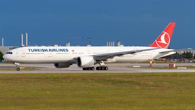 A picture of TCJJL - Boeing 7773F2(ER) - Turkish Airlines - © Moritz Babl