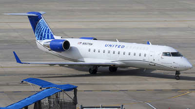A picture of N907SW - Mitsubishi CRJ200LR - United Airlines - © Roger M