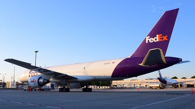 A picture of N988FD - Boeing 757222(SF) - FedEx - © Agustin Anaya