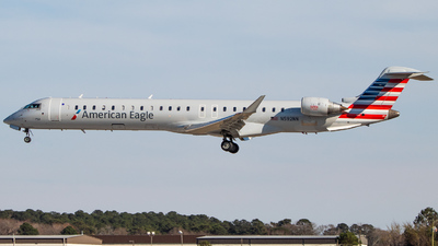 A picture of N592NN - Mitsubishi CRJ900LR - American Airlines - © Joe Waxman
