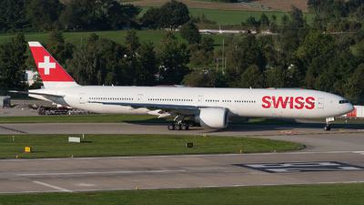 A picture of HBJNI - Boeing 7773DE(ER) - Swiss - © Julian Mittnacht