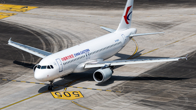 A picture of B6830 - Airbus A320214 - China Eastern Airlines - © Mr.Huang