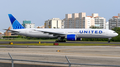 A picture of N2352U - Boeing 777300(ER) - United Airlines - © Hector Rivera-HR Planespotter