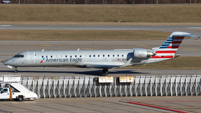 A picture of N505AE - Mitsubishi CRJ701ER - American Airlines - © Zihaoo W & Donny H Photography