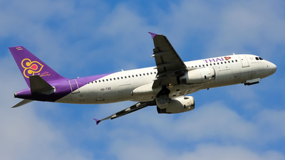 HS-TXE - Airbus A320-232 - Thai Airways International