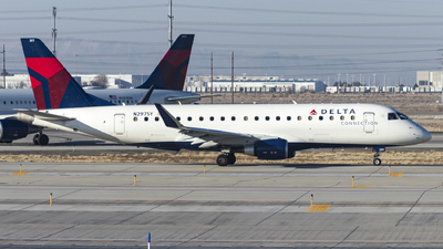 A picture of N297SY - Embraer E175LR - Delta Air Lines - © David Lee