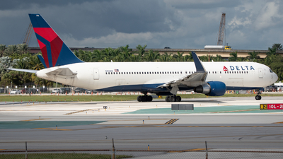 A picture of N196DN - Boeing 767332(ER) - Delta Air Lines - © Matthew Calise
