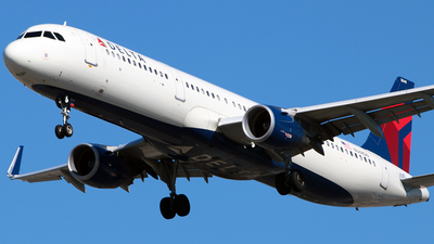 A picture of N348DN - Airbus A321211 - Delta Air Lines - © Diego Mancilla.