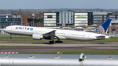 A picture of N2846U - Boeing 777322(ER) - United Airlines - © Leo Sheng