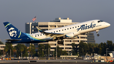 A picture of N641QX - Embraer E175LR - Alaska Airlines - © Rocky Wang