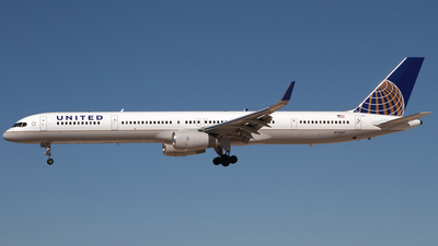N75861 - Boeing 757-33N - United Airlines