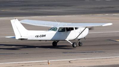 A picture of 4XCDH - Cessna 172N Skyhawk II - [17273996] - © ErezS