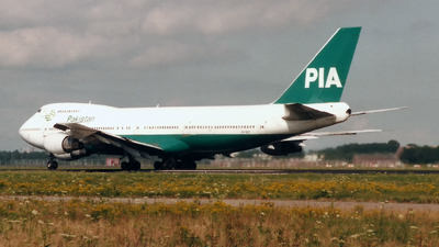 AP-BAT - Boeing 747-240B(M) - Pakistan International Airlines (PIA)