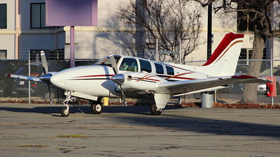 N25647 - Beechcraft 58 Baron - Private