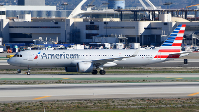 A picture of N425AN - Airbus A321253NX - American Airlines - © Rocky Wang