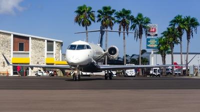 N588FX - Bombardier BD-100-1A10 Challenger 350 - Flexjet