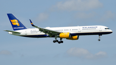 A picture of TFFIN - Boeing 757208 - Icelandair - © Paul Stam