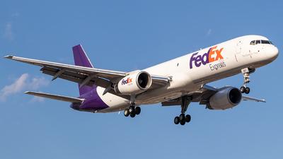 A picture of CFMFG - Boeing 7572B7(SF) - FedEx - © Xinyu Wu