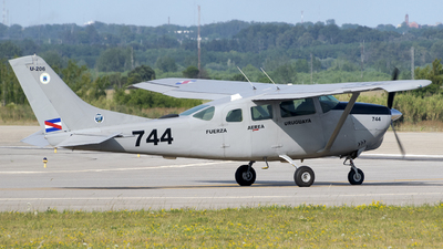 FAU744 - Cessna U206H Stationair - Uruguay - Air Force