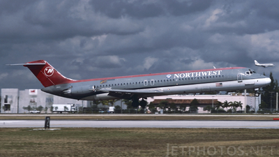 N676MC - McDonnell Douglas DC-9-51 - Northwest Airlines