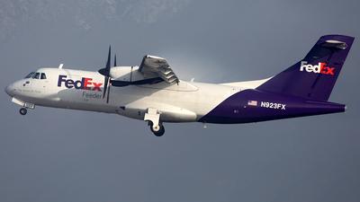 A picture of N923FX - ATR 42300(F) - FedEx - © TOMBARELLI FEDERICO